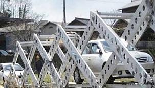 Ayancık ilçesine yıkılan köprüler yerine geçici olarak portatif köprü kurulacak.