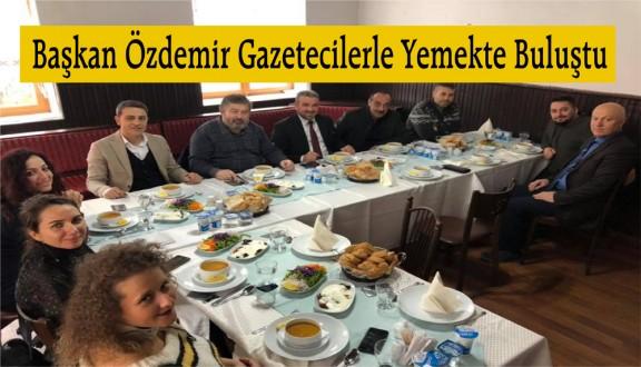 Başkan Özdemir Gazetecilerle Yemekte Buluştu