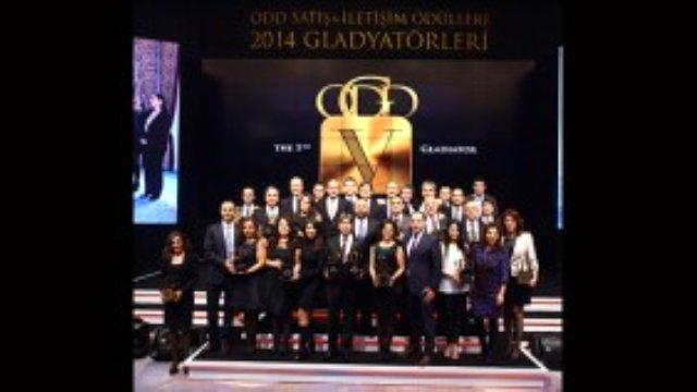 """CARMEDYA.COM - Otomotiv sektörünün en kapsamlı ve prestijli organizasyonu olan """"ODD Satış ve İletişim Ödülleri, 2014 Gladyatörleri"""" heyecanlı ve görkemli bir ödül töreniyle seçildi."""