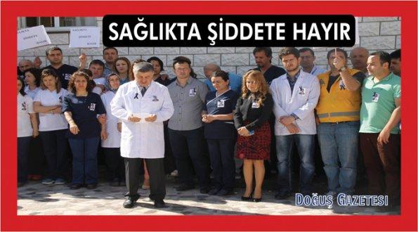 Ayancık'ta sağlıkçılar 15 dakika iş bıraktılar